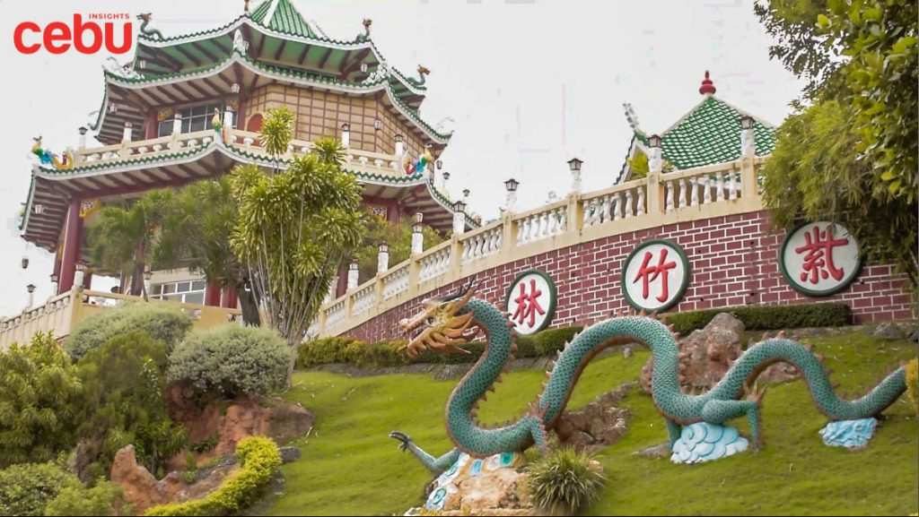 Dragon statue at the Taoist Temple