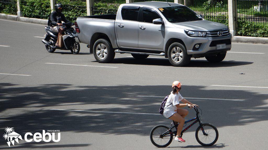 Biker passing by Fuente