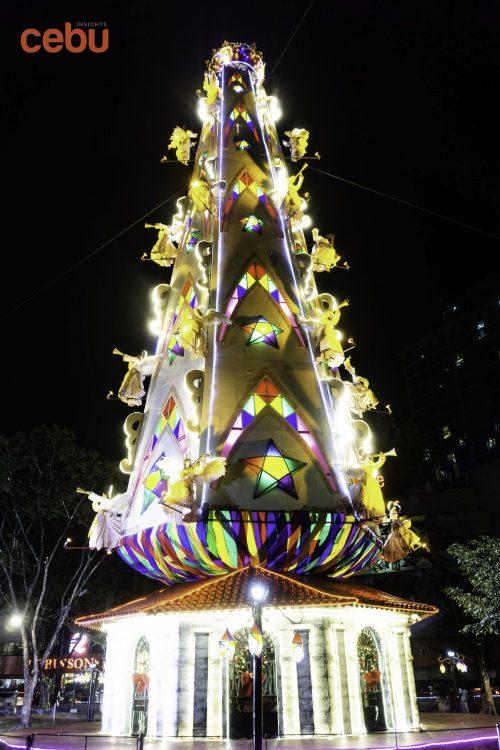 Fuente Osmeña Circle tree at night