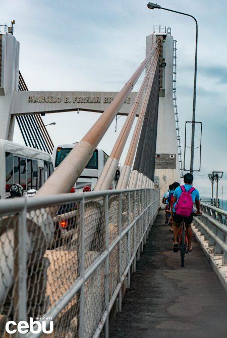Bikers taking the bike lane at the Marcelo Fernan bridge